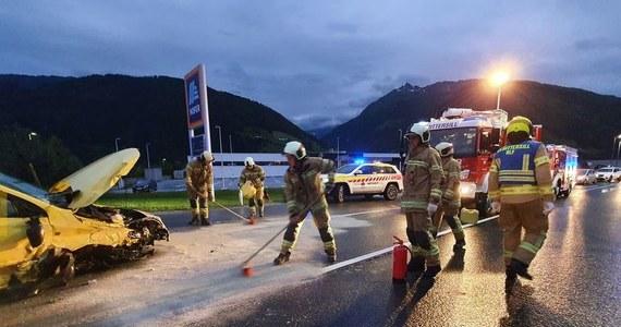 W mieście Mittersill w kraju związkowym Salzburg doszło do wypadku z udziałem czterech Polaków wieku od 22 do 47 lat. Przy wjeździe do miasta samochód nagle skręcił w lewo i wbił się w barierki. Mężczyźni trafili do szpitala.