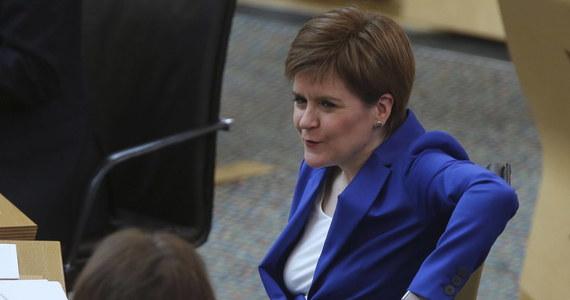 Szefowa szkockiego rządu Nicola Sturgeon powiedziała w niedzielę, że nie wyklucza wprowadzenia kwarantanny dla przyjeżdżających z pozostałych części Zjednoczonego Królestwa.