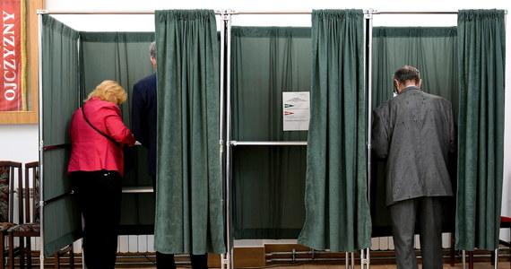 W wyborczą niedzielę podczas nabożeństwa w jednym z kościołów w Kętrzynie w Warmińsko-Mazurskiem ksiądz agitował za jednym z kandydatów na najwyższy urząd w państwie. W Olsztynie z kolei ojciec podpisał się na spisie wyborców za syna.