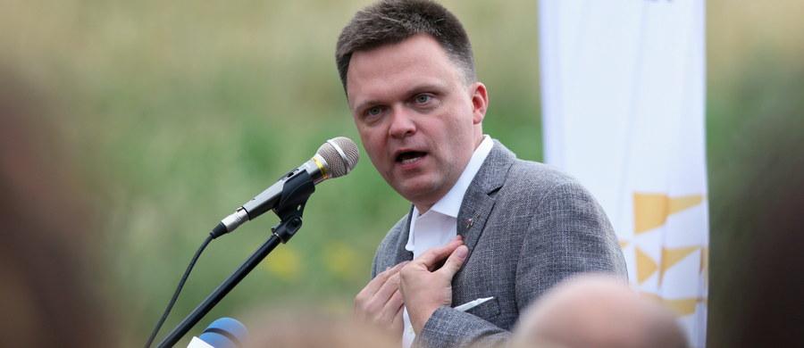 """""""To jest dla mnie dzisiaj bardzo trudny wieczór, bo poza 10 milionami ludzi, którzy zagłosowali na Dudę, poza 10 milionami, którzy zagłosowali na Trzaskowskiego, jest też w Polsce 10 milionów ludzi, którzy w ogóle nie nikogo nie zagłosowali"""" – powiedział po ogłoszeniu sondażowych wyników II tury wyborów prezydenckich Szymon Hołownia, który w I turze zajął trzecie miejsce uzyskując 13,87 procent głosów."""