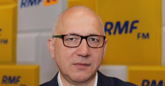 """""""Pomimo tej całej próby odebrania radości przez sondażownię ja postanowiłem się cieszyć już wczoraj, nie oglądając się na komunikaty sondażowi"""" – mówił Joachim Brudziński w Porannej rozmowie w RMF FM. Pytany przez Roberta Mazurka o wynik Rafała Trzaskowskiego stwierdził: """"To godne uznania, że jako dubler po podmianie, po tak skompromitowanej kampanii Małgorzaty Kidawy-Błońskiej, to wynik znakomity dla Rafała Trzaskowskiego""""."""