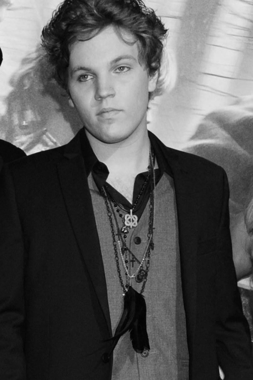 """W wieku 27 lat zmarł w niedzielę, 12 lipca, Benjamin Keough, wnuk Elvisa Presleya - poinformował Roger Widynowski, menadżer córki """"króla rock and rolla"""" Lisy Marie Presley. Według serwisu informacyjnego TMZ przyczyną śmierci było prawdopodobnie samobójstwo."""