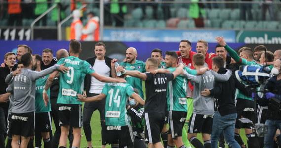 Legia Warszawa w sobotę zapewniła sobie piłkarskie mistrzostwo Polski. Trener Aleksandar Vuković na pomeczowej konferencji przyznał, że jeśli klub chce zaistnieć w Europie, to potrzebuje kilku wzmocnień. Na jakich pozycjach Legię czekają zmiany i kto może latem pożegnać się z drużyną? Na razie jest wiele niewiadomych.