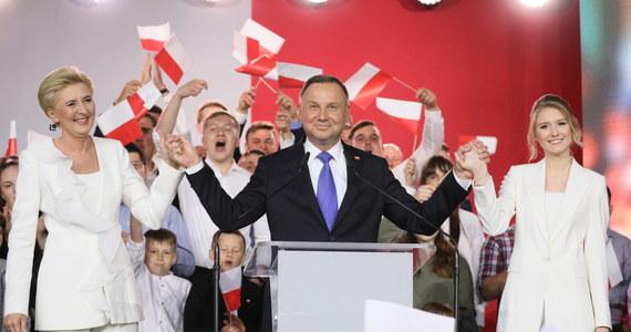 """""""Podzielona Polska"""", """"to wybór, który nakieruje Polskę na wojenną ścieżkę z Unią Europejską"""" – tak zagraniczne media komentują w poniedziałek wybory na prezydenta Rzeczpospolitej. Wszystkie wypominają Andrzejowi Dudzie wypowiedź na temat LGBT i wszystkie zwracają uwagę na wysoką frekwencję."""