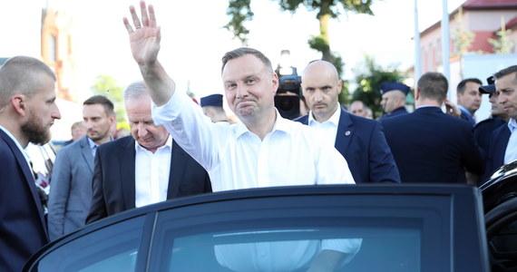 W wyborach prezydenckich Andrzej Duda wygrał w 6 województwach, a Rafał Trzaskowski w 10 - wynika z informacji Państwowej Komisji Wyborczej. Sprawdź szczegółowe wyniki z każdego województwa.