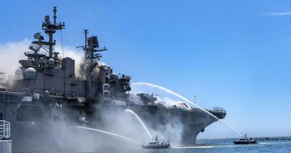 Do 60 wzrosła liczba marynarzy i pracowników cywilnych, którzy zostali ranni podczas pożaru amerykańskiego okrętu wojennego Bonhomme Richard w bazie w kalifornijskim San Diego.