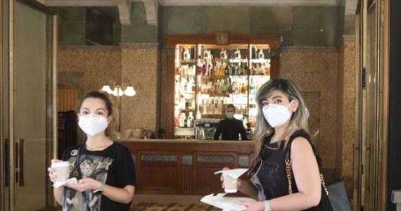 Od 24 lipca w Anglii zakrywanie twarzy w sklepach będzie obowiązkowe. Za niezastosowanie się do zakazu grozić będzie grzywna w wysokości 100 funtów - poinformowało biuro brytyjskiego premiera Borisa Johnsona.