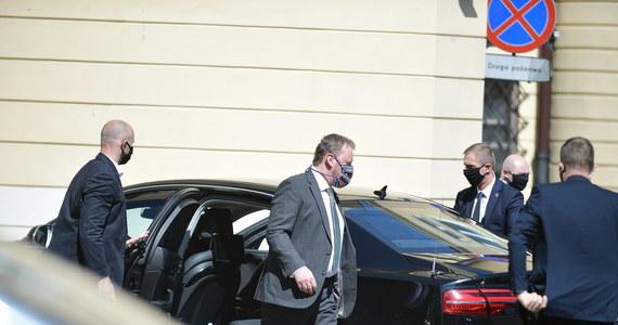 """Rządowe auta SOP ze względów bezpieczeństwa nie mają żadnych rejestratorów. Przez to brak żelaznych dowodów w sprawie wypadku w Oświęcimiu - pisze wtorkowa """"Rzeczpospolita""""."""
