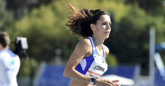 """Podczas igrzysk w Rio de Janeiro zajęła 5. miejsce w biegu na 800 metrów. Później oczekiwania zweryfikowały kontuzje. Joanna Jóźwik zdołała odbudować formę i myśli o starcie na kolejnych igrzyskach: """"Boję się tego, że mogę nie dać rady, że mogę zawieść samą siebie. Poświęciłam mnóstwo rzeczy, żeby wrócić, a może się okazać, że nic z tego. To największy problem nad jakim obecnie pracuję""""- przyznaje Jóźwik. Z lekkoatletką rozmawiał Patryk Serwański z redakcji sportowej."""