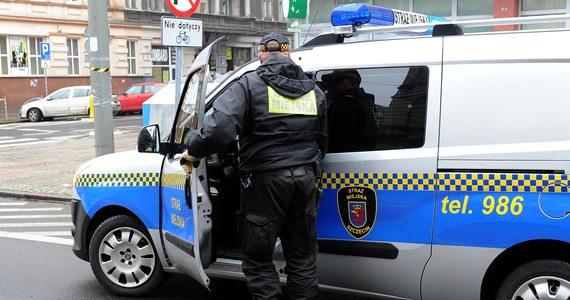 Po czterech miesiącach przerwy spowodowanej koronawirusem w Szczecinie od dziś wraca pobór opłat za parkowanie w centrum. Opłaty za parking powracają także na pl. Orła Białego. Tam obowiązują jednak inne stawki.