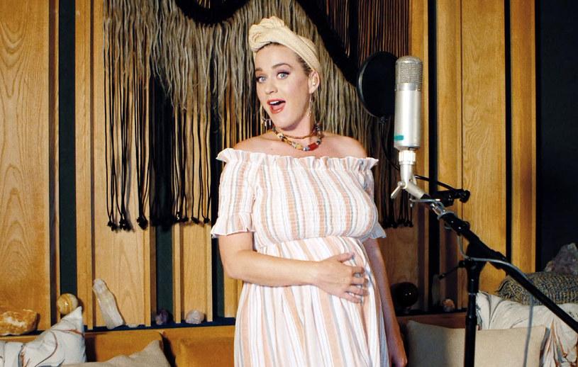 """14 sierpnia do sprzedaży trafi piąty album Katy Perry - """"Smile"""". W tym czasie na świat ma przyjść także pierwsze dziecko wokalistki i aktora Orlando Blooma."""
