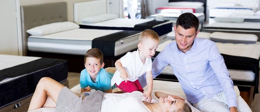 Dla każdego rodzica najważniejsze jest bezpieczeństwo dziecko. Dlatego wybór materaca do łóżeczka dziecięcego powinien być dobrze przemyślany. Jaki rozmiar będzie optymalny?