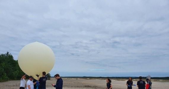 Zespół AGH Space Systems wysłał do stratosfery balon z komórkami nowotworowymi na pokładzie. Celem eksperymentu studentów Akademii Górniczo-Hutniczej w Krakowie było zbadanie wpływu promieniowania kosmicznego na komórki rakowe.
