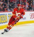 Koronawirus NHL. Travis Hamonic i sześciu innych hokeistów odmówiło gry w pandemii