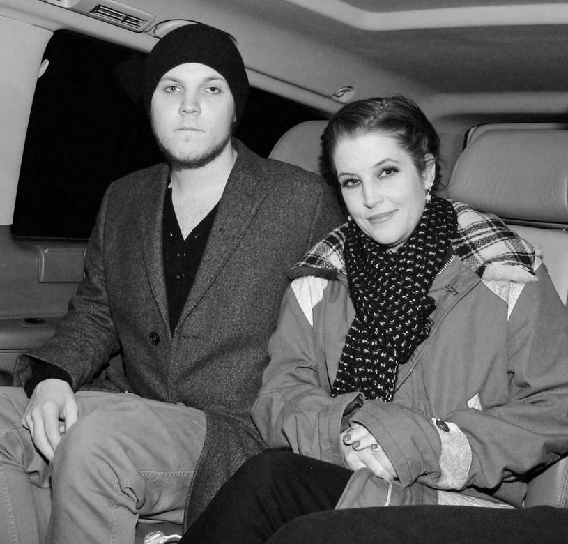 Pojawiają się nowe informacje związane z samobójczą śmiercią początkującego wokalisty Benjamina Keough. Wnuk Elvisa Presleya miał raptem 27 lat.