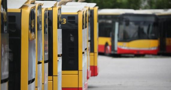 Już niebawem pasażerów w Warszawie znowu mogą zacząć wozić autobusy Arrivy. Decyzja najprawdopodobniej zapadnie w ciągu kilku dni. Kursy autobusów tego przewoźnika zawieszono po dwóch wypadkach. W jednym kierowca prowadził pod wpływem narkotyków, a drugi był o to podejrzewany. Ostatecznie testy wykazały, że zażywał narkotyki, ale nie bezpośrednio przed kursem.