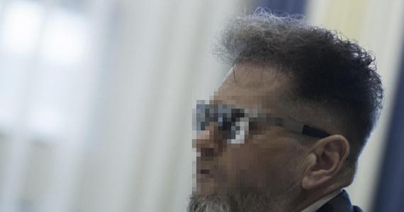 Były detektyw Krzysztof R. stanie przed sieradzkim sądem. Mężczyzna oskarżony jest o fałszywe oskarżenie innej osoby. Grozi mu kara do dwóch lat więzienia. O skierowaniu do sądu aktu oskarżenia poinformował Dziennik Śledczy na swojej stronie internetowej.