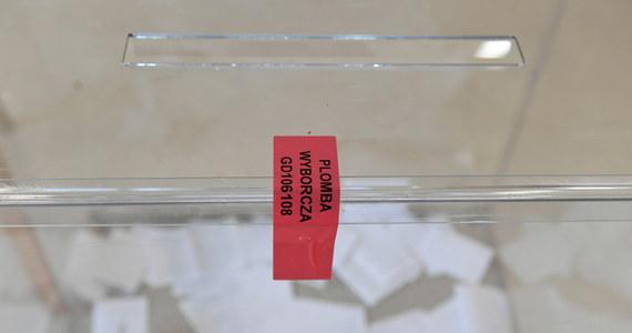 Komitet wyborczy Rafała Trzaskowskiego przygotowuje protest wyborczy - poinformował szef sztabu kandydata KO Cezary Tomczyk. Sztab Trzaskowskiego przygotował też stronę internetową, na której wszyscy zamierzający złożyć protest znajdą formularze oraz pomoc prawną i logistyczną.