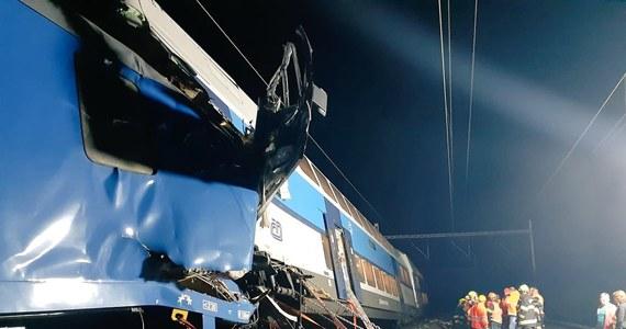 Jedna osoba zginęła w katastrofie kolejowej w Czechach w pobliżu miejscowości Czeski Brod. Pociąg osobowy uderzył w skład towarowy. Służby ratunkowe informowały o co najmniej 23 rannych.