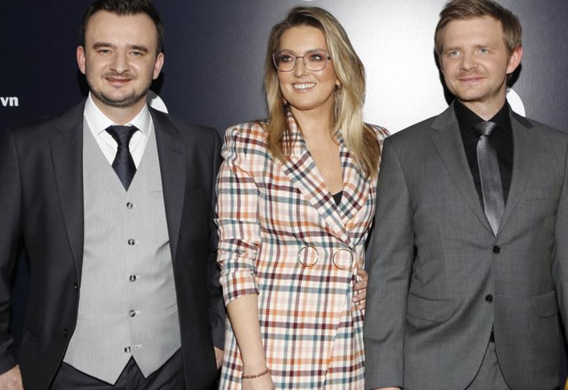"""Na początku czerwca informowaliśmy, że jedną z głównych ról w nowej komedii Tomasza Koneckiego zagra Rafał Zawierucha. Teraz okazuje się, że to nazwisko będzie wymieniane w obsadzie filmu """"Gorzko, gorzko!"""" dwukrotnie. Niewielką rolę w nim dostał bowiem również Grzegorz Zawierucha, zwycięzca 8. edycji programu """"MasterChef, a prywatnie brat popularnego aktora."""
