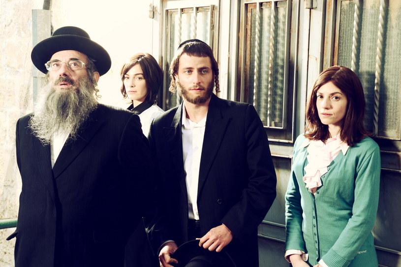 """Izraelski serial """"Shtisel"""", pokazujący codzienność ortodoksyjnych Żydów zamieszkujących Jerozolimę, doczekał się realizacji trzeciego sezonu. Zdjęciami z planu zdjęciowego pochwalił się odtwórca głównej roli, Michael Aloni."""
