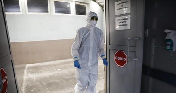 W Polsce potwierdzono 333 nowe przypadki zakażenia koronawirusem. 11 osób nie żyje - poinformowało w czwartek Ministerstwo Zdrowia. Najwięcej przypadków Covid-19 odnotowano w województwach: śląskim - 89, małopolskim - 60, oraz łódzkim - 28.