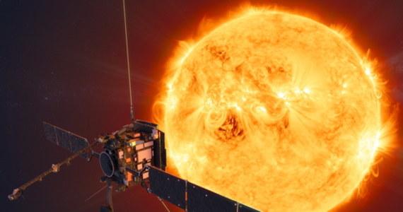 Pierwsze zdjęcia Słońca uzyskane przez sondę kosmiczną Solar Orbiter zaprezentowała Europejska Agencja Kosmiczna (ESA). To pierwsze fotografie tej gwiazdy uzyskane z tak bliskiej odległości. Widać na nich miniaturowe rozbłyski słoneczne, których dotąd nie obserwowano szczegółowo.
