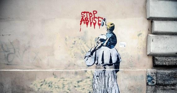 """Watykan opublikował w czwartek vademecum dotyczące procedur postępowania w przypadkach pedofilii w Kościele. Jego celem, jak wyjaśniono, jest """"uleczenie bolesnej rany"""". Zabroniono ograniczania kary wobec sprawców do przenoszenia na przykład do innej parafii."""