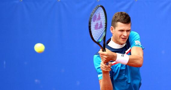 Sensacja na tenisowych mistrzostwach Polski: z turniejem w Bytomiu pożegnał się Hubert Hurkacz. Najlepszy obecnie polski tenisista przegrał w trzech setach z juniorem Maksem Kaśnikowskim.