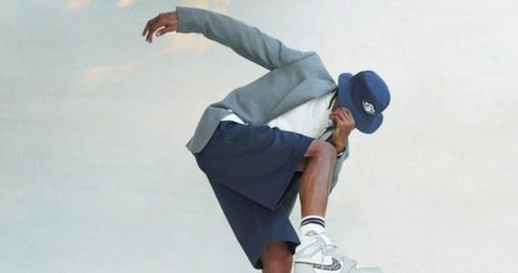 Francuski dom mody Dior przygotował ekskluzywną wersję butów słynnego koszykarza Michaela Jordana w 35-rocznicę produkcji przez NIKE kolekcji Air Jordan. Wykonano jedynie 13 tysięcy par i choć cena waha się od 1700 do 1900 euro, to chętnych na zakup było.... 5 mln subskrybentów.