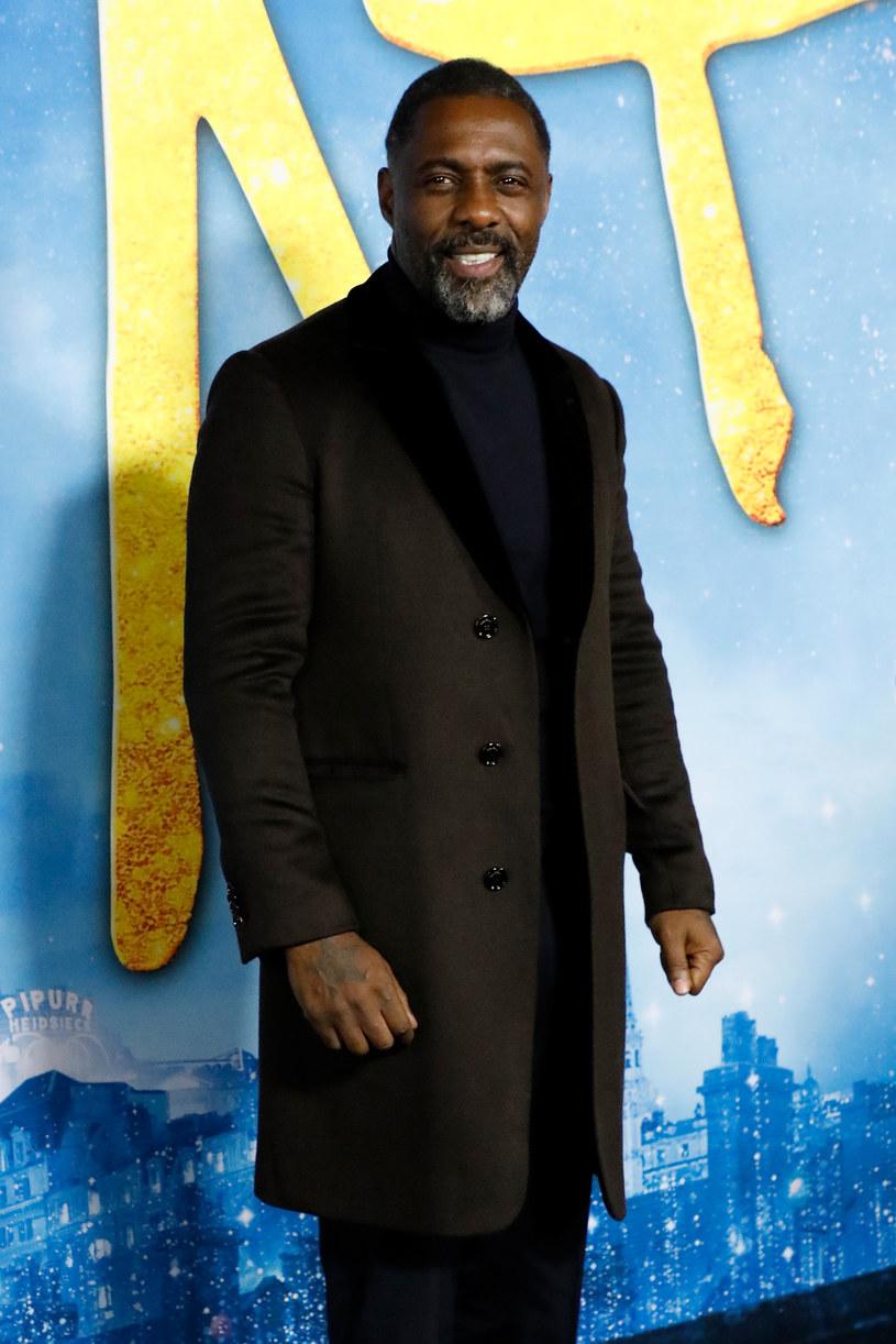"""Idris Elba zaapelował, by zaprzestano """"wymazywania"""" filmów i seriali telewizyjnych, które zawierają rasistowskie treści. Uważa, że taka cenzura tylko przykryje problem dyskryminacji. A do tego zagraża wolności słowa."""
