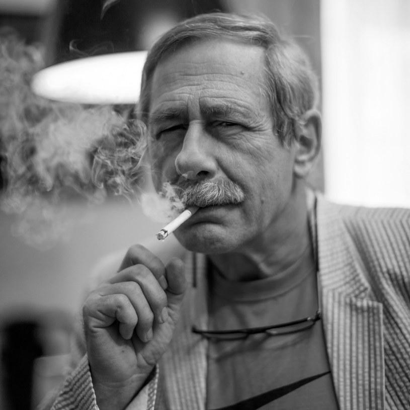 - Jego wdzięk był jedyny w swoim rodzaju, bardzo trudny do podrobienia - powiedział PAP o zmarłym w piątek rano artyście Maciej Wojtyszko, reżyser teatralny i filmowy.