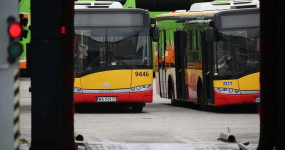 Autobusy Arrivy znowu będą wozić mieszkańców Warszawy. Zarząd Transportu Miejskiego wznawia współpracę z firmą, której dwa autobusy brały udział w groźnych wypadkach. W pierwszym - na moście Grota-Roweckiego zginęła jedna osoba, a 20 zostało rannych. Autobus spadł z mostu, a kierowca był pod wpływem amfetaminy. W drugim - na Bielanach - autobus staranował kilka samochodów. U kierowcy testy wykazały, że zażywał narkotyk, ale kilka dni przed wypadkiem.