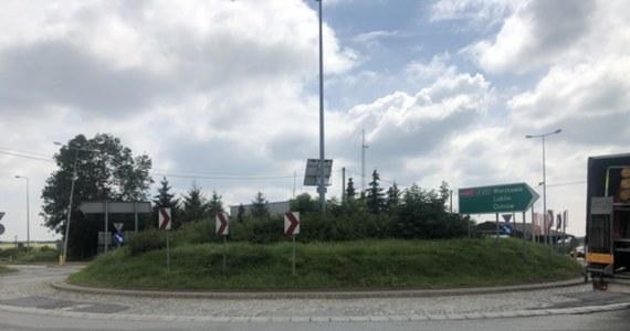 Słynne na całą Polskę rondo kojarzące się z długimi korkami idzie w niepamięć. Chodzi o rondo w Kołbieli w powiecie otwockim na Mazowszu. Kierowcy od dziś mogą korzystać z całej obwodnicy gminy na drodze ekspresowej S17, na trasie z Warszawy w kierunku Lublina.
