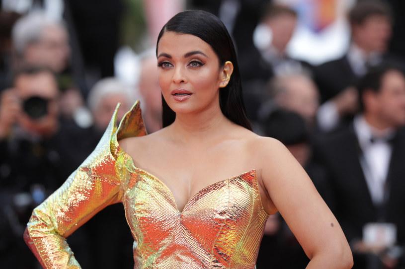 Bollywoodzka gwiazda Aishwarya Rai Bachchan trafiła do szpitala w Indiach po tym, przeprowadzone testy wykazały u niej zakażenie koronawirusem COVID-19.