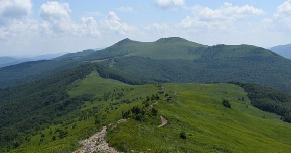 Dyrekcja Bieszczadzkiego Parku Narodowego apeluje do turystów, by dla własnego bezpieczeństwa i z szacunku do przyrody nie schodzili z wytyczonych szlaków. Ostrzega, że nieposłuszni będą karani mandatami.