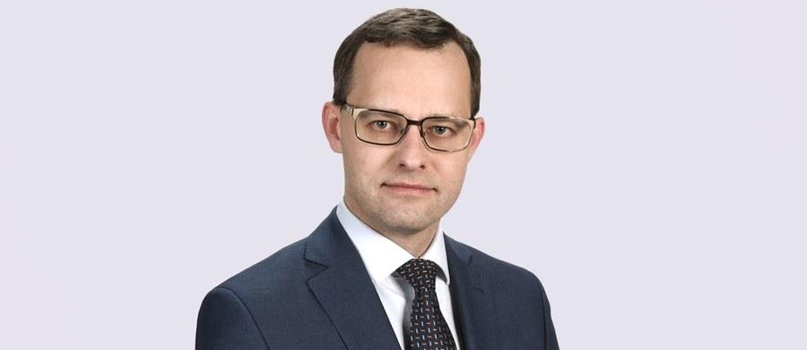 """""""Od dawna jesteśmy przygotowani do rozpoczęcia prac nad wypowiedzeniem konwencji stambulskiej; mam nadzieję, że wypowiedź szefowej MRPiPS jest zapowiedzią takiej właśnie inicjatywy"""" - powiedział wiceszef Ministerstwa Sprawiedliwości Marcin Romanowski, pytany o czwartkowe słowa minister Marleny Maląg."""