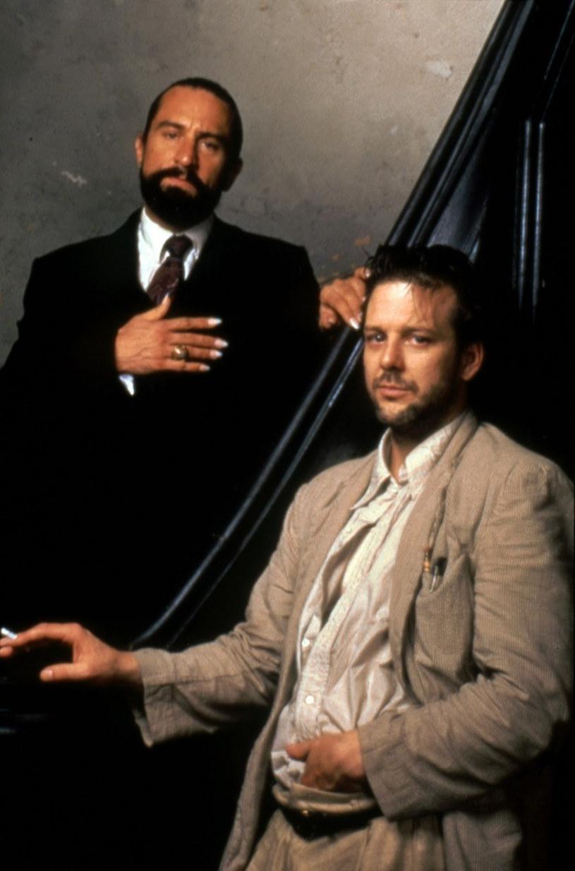 """Mickey Rourke, aktor, który zasłynął rolami w filmach: """"9 1/2 tygodnia"""", """"Harry Angel"""" i """"Zapaśnik"""" oświadczył, że ośmieszy Roberta De Niro, gdy tylko się spotkają. Poszło o to, że De Niro nazwał go kłamcą."""