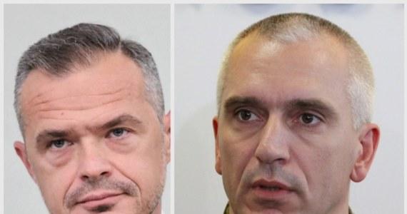 """Były minister transportu Sławomir Nowak został zatrzymany w związku z podejrzeniem korupcji, kierowania zorganizowaną grupą przestępczą i prania brudnych pieniędzy. Wraz z byłym ministrem zatrzymano jeszcze dwie osoby: b. dowódcę JW """"GROM"""" Dariusza Zawadkę oraz gdańskiego przedsiębiorcę Jacka P."""