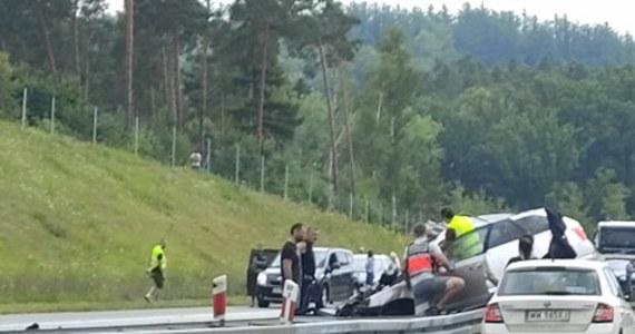 Po śmiertelnym wypadku zablokowana jest autostrada A1 w stronę Gdańska w miejscowości Koziary. Policja zorganizowała objazd.