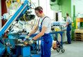 Przemysł staje na nogi, ale to nie koniec kryzysu