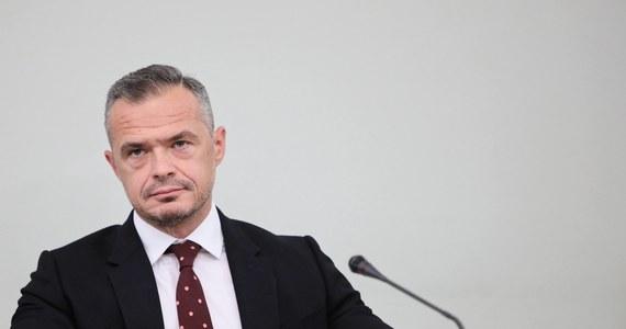 Dopiero we wtorek Sławomir Nowak zostanie w warszawskiej prokuraturze przesłuchany i usłyszy zarzuty. Minister transportu w rządzie PO-PSL, a następnie szef Ukrawtodoru - ukraińskiej agencji odpowiedzialnej za budowę dróg - został zatrzymany w poniedziałek rano w Trójmieście w związku z podejrzeniem korupcji, kierowania zorganizowaną grupą przestępczą i prania brudnych pieniędzy.