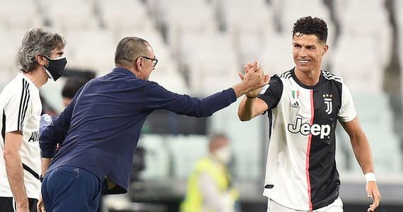 """Cristiano Ronaldo jest pierwszym piłkarzem w historii, który zarobił ponad miliard dolarów - ogłosił renomowany magazyn """"Forbes"""". Tylko w ubiegłym roku Portugalczyk wzbogacił się - według obliczeń """"Forbesa"""" - o 105,5 mln dolarów."""