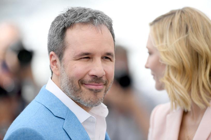 """Zamknięcie kin z powodu pandemii COVID-19 sprawiło, że rozgorzała dyskusja na temat tzw. kinowego doświadczenia. Wielu twórców i widzów wysuwało w niej argument, że duży ekran to jedyne miejsce, gdzie można oglądać filmy w optymalnych warunkach i w pełni się nimi cieszyć. Innego zdania jest Denis Villeneuve, reżyser """"Labiryntu"""", """"Blade Runnera 2049"""" czy czekającego na premierę widowiska """"Diuna"""". Jego zdaniem nie zawsze potrzebny jest duży ekran, by czerpać dostateczną przyjemność z dobrego filmu."""