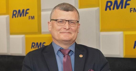 """""""Czy jesteśmy przygotowani na szeroką, masową akcję szczepień przeciwko grypie?"""" - pytał doktora Pawła Grzesiowskiego w Rozmowie w samo południe w RMF FM Marcin Zaborski. """"Nie. Myślę, że jesteśmy całkowicie nieprzygotowani - zarówno mentalnie, jak i przede wszystkim zaopatrzeniowo"""" - odpowiedział Grzesiowski."""