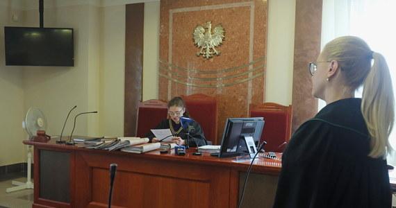 Sąd Rejonowy w Białymstoku skazał we wtorek na rok więzienia w zawieszeniu na dwa lata 60-letniego mężczyznę, który będąc w kwarantannie domowej, złamał ją i poszedł na zakupy. Dodatkowo przeprowadzony u niego test na obecność COVID-19 dał wynik pozytywny.