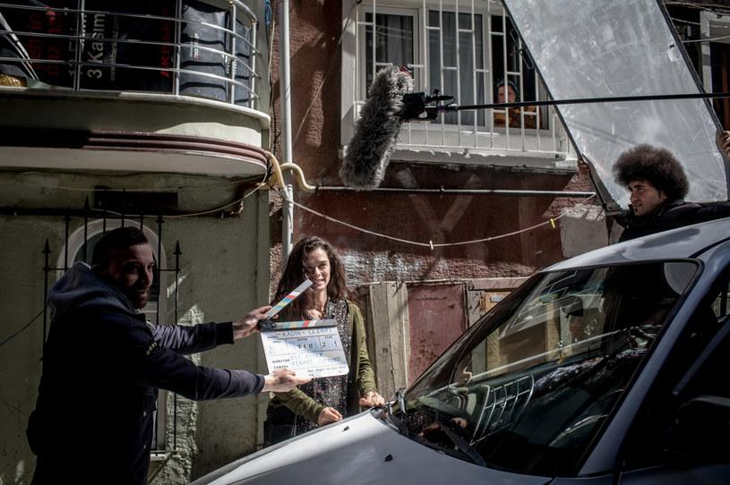 """W marcu tego roku Netflix ogłosił, że powstanie ośmioodcinkowy serial """"If Only"""". Główną rolę miała w nim zagrać turecka gwiazda Ozge Ozpirincci. Teraz okazuje się, że do realizacji tej produkcji jednak nie dojdzie. Powodem decyzji Netfliksa są żądania tureckiego rządu, który domagał się usunięcia ze scenariusza drugoplanowej postaci homoseksualisty."""