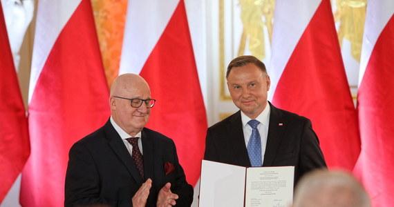 Andrzej Duda odebrał uchwałę Państwowej Komisji Wyborczej o wyborze go na prezydenta. 6 sierpnia złoży przed Zgromadzeniem Narodowym w Sejmie przysięgę i obejmie urząd prezydenta RP na drugą kadencję.