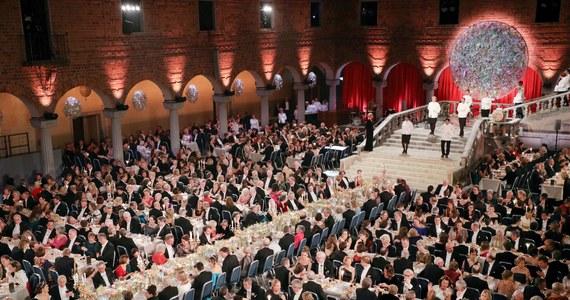 W związku z epidemią koronawirusa 10 grudnia w Sztokholmie nie odbędzie się tradycyjny bankiet noblowski - poinformowała we wtorek Fundacja Noblowska. Ogłoszenie laureatów nagród Nobla ma się odbyć bez przeszkód na początku października.