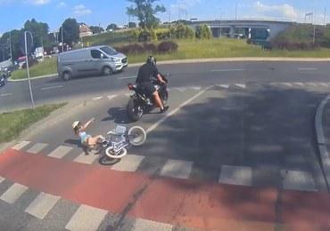 Motocyklista potrącił dziewczynkę. Matka szuka sprawcy [WIDEO]